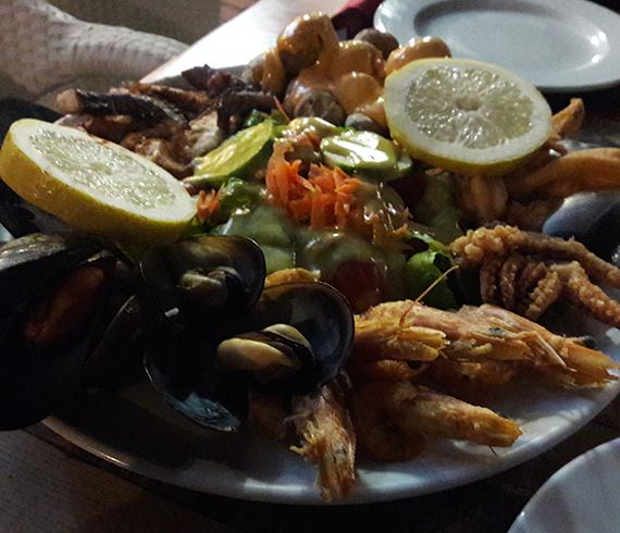 Essen im Restaurant La Bodeguita de Dona Flor