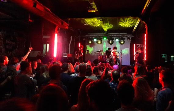 Paperclub - Nachtleben in der Stadt. Perfekt für Konzerte.