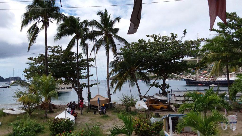 Angekommen! Erster Blick vom karibischen Festland auf das Schiff.