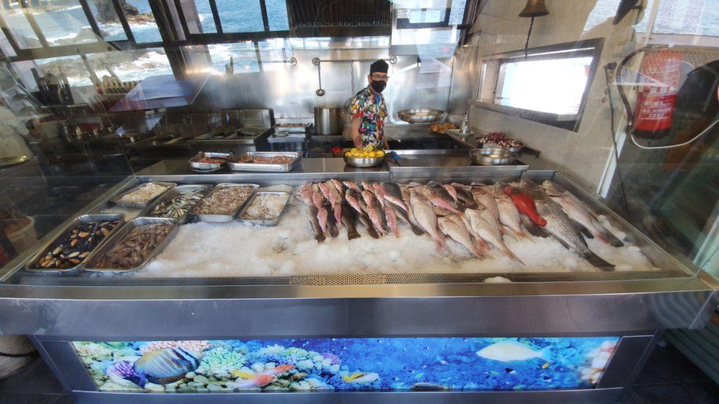 Fischtheke mit Koch im Amigo Camilo Las Palmas